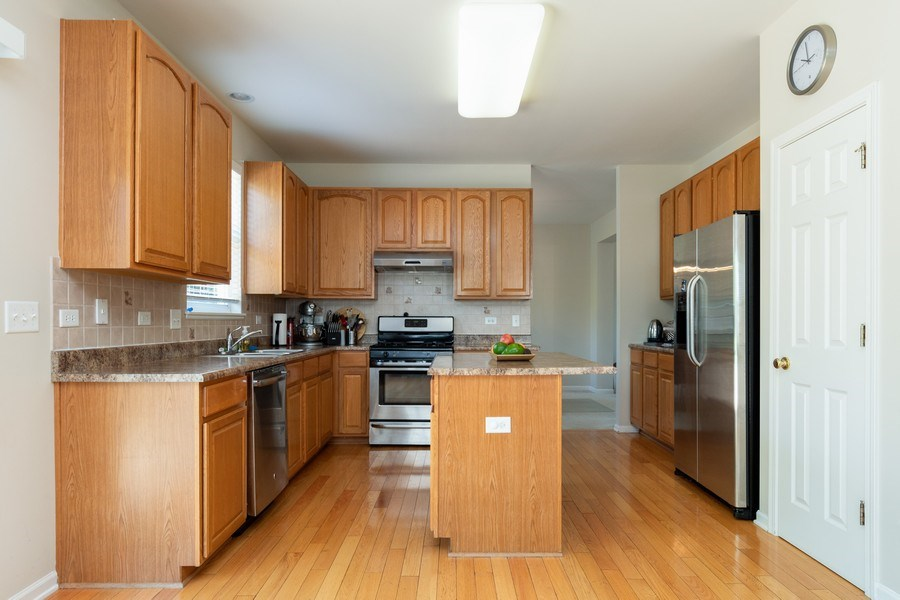Real Estate Photography - 1834 Heather, Bolingbrook, IL, 60490 - Kitchen