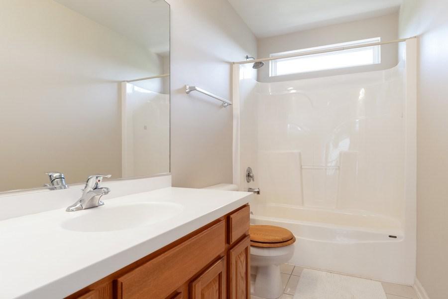 Real Estate Photography - 1834 Heather, Bolingbrook, IL, 60490 - 2nd Bathroom