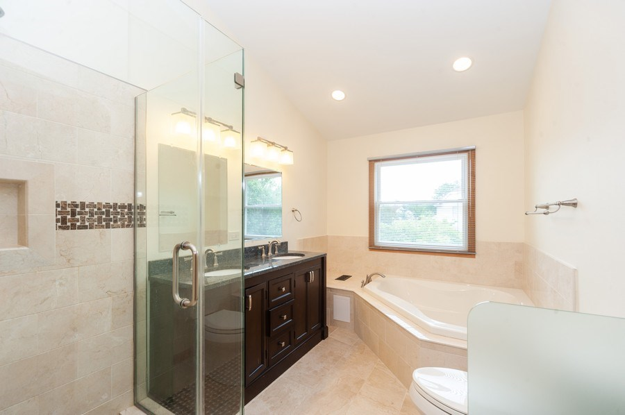 Real Estate Photography - 635 VERNON Court, Buffalo Grove, IL, 60089 - Master Bathroom