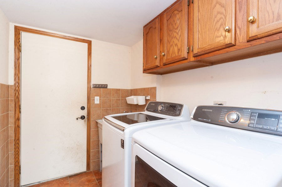 Real Estate Photography - 635 VERNON Court, Buffalo Grove, IL, 60089 - Laundry Room