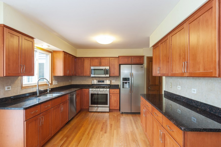 Real Estate Photography - 635 VERNON Court, Buffalo Grove, IL, 60089 - Kitchen