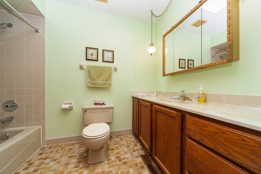 Real Estate Photography - 1212 W. Vine Street, Arlington Heights, IL, 60005 - Bathroom