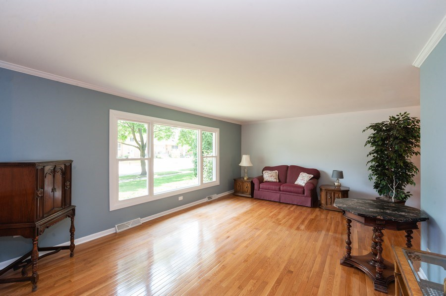 Real Estate Photography - 210 E. Maude Avenue, Arlington Heights, IL, 60004 - Living Room