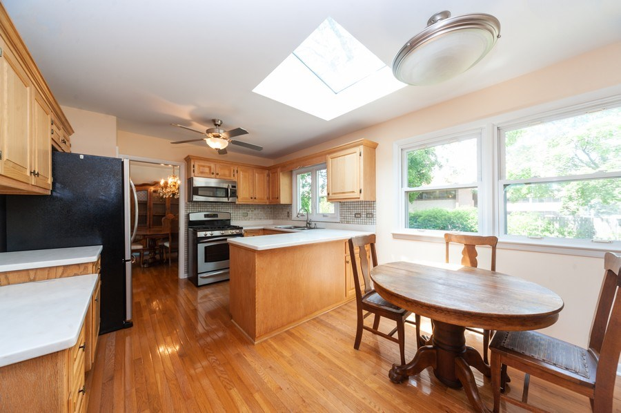 Real Estate Photography - 210 E. Maude Avenue, Arlington Heights, IL, 60004 - Kitchen / Breakfast Room