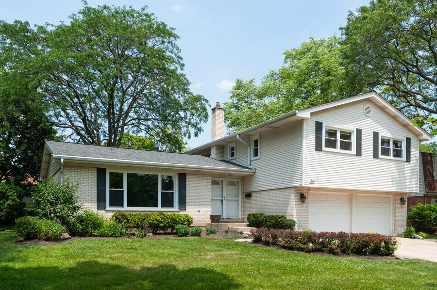 Real Estate Photography - 210 E. Maude Avenue, Arlington Heights, IL, 60004 - Front View