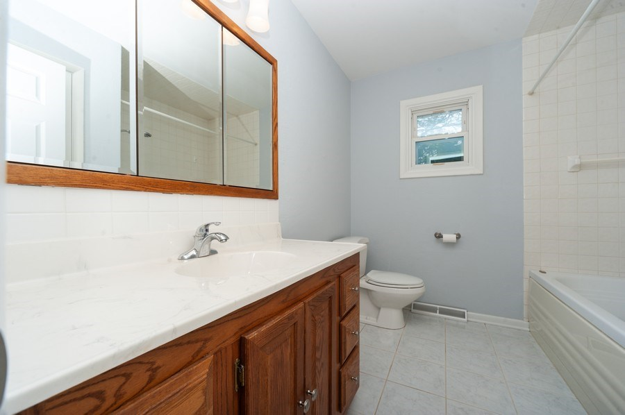 Real Estate Photography - 210 E. Maude Avenue, Arlington Heights, IL, 60004 - Bathroom