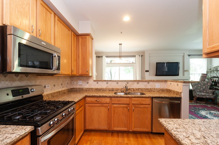 Real Estate Photography - 2748 N. Greenwood Avenue, Arlington Heights, IL, 60004 - Kitchen