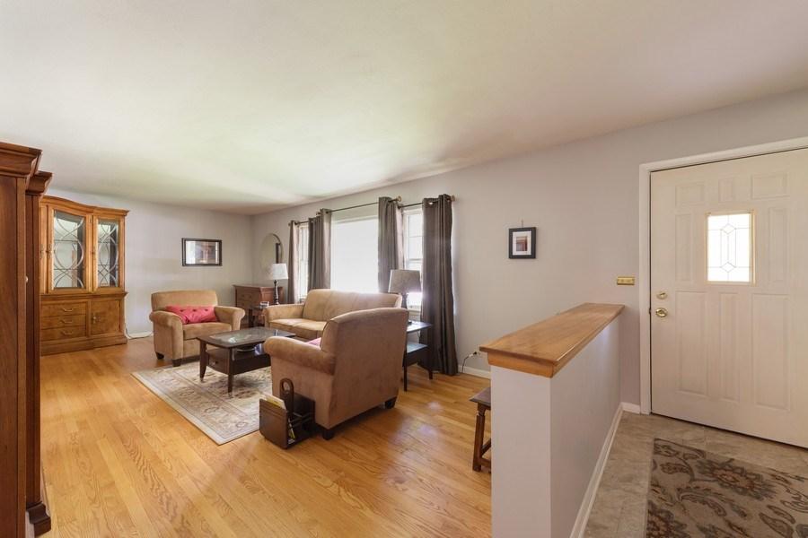 Real Estate Photography - 313 West Gartner Rd, Naperville, IL, 60540 - Foyer/Living Room