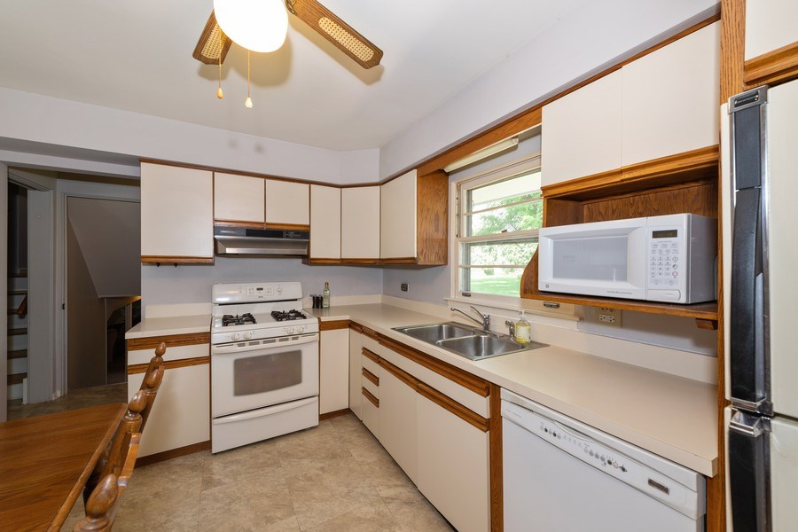 Real Estate Photography - 313 West Gartner Rd, Naperville, IL, 60540 - Kitchen