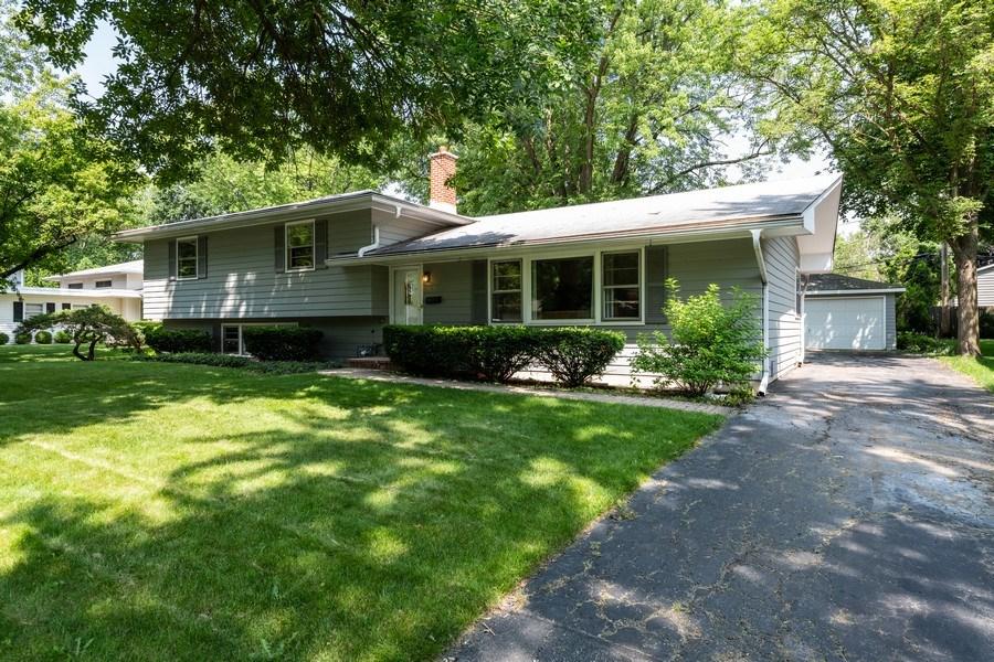 Real Estate Photography - 313 West Gartner Rd, Naperville, IL, 60540 - Garage
