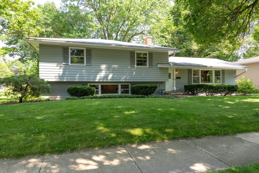 Real Estate Photography - 313 West Gartner Rd, Naperville, IL, 60540 - Front View