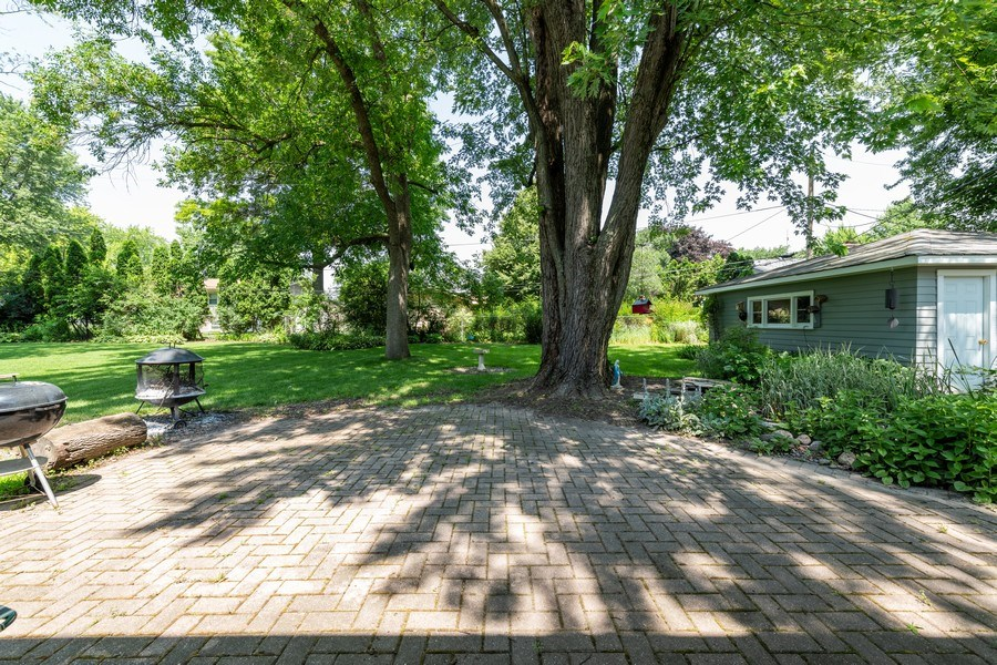 Real Estate Photography - 313 West Gartner Rd, Naperville, IL, 60540 - Patio