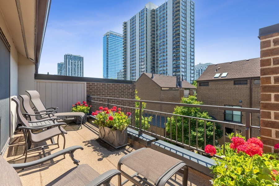 Real Estate Photography - 1307 North Sutton Pl, Chicago, IL, 60610 - Balcony
