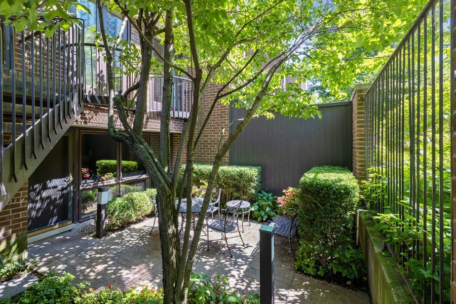 Real Estate Photography - 1307 North Sutton Pl, Chicago, IL, 60610 - Patio