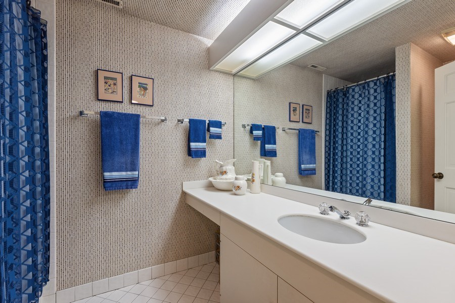 Real Estate Photography - 1307 North Sutton Pl, Chicago, IL, 60610 - Bathroom
