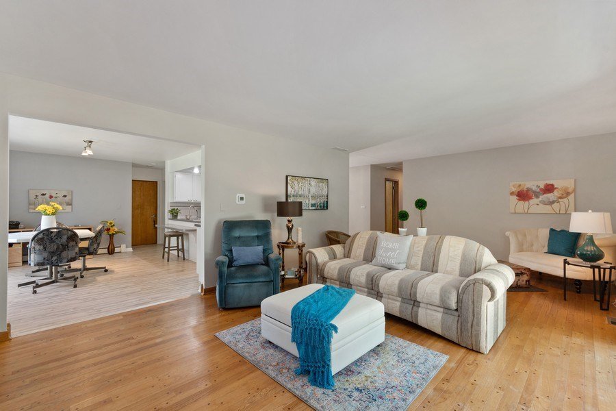 Real Estate Photography - 915 S. Jackson Street, Batavia, IL, 60510 - Living Room