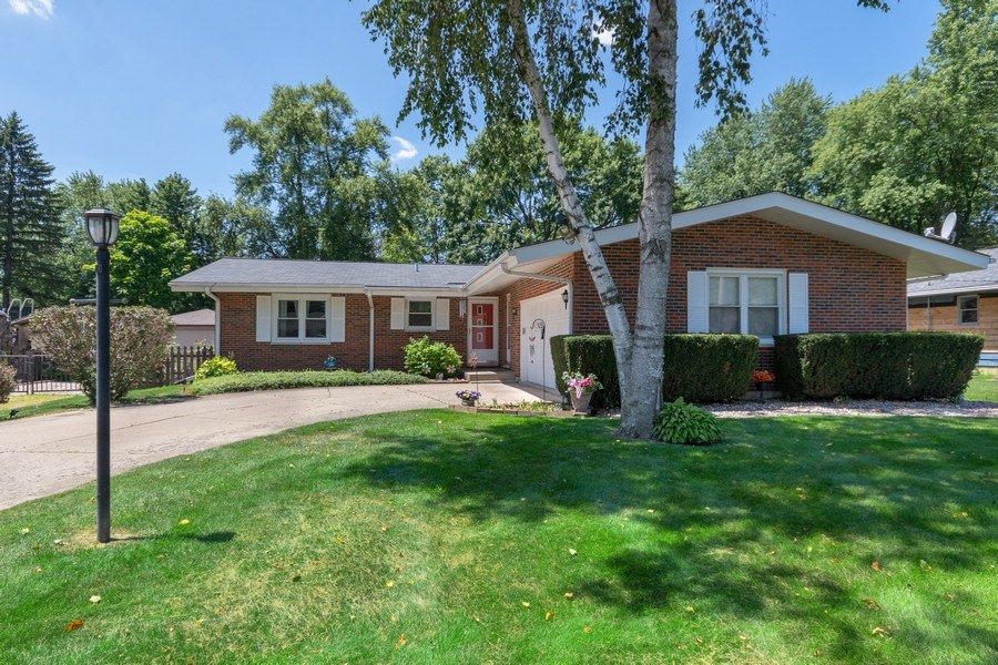 Real Estate Photography - 915 S. Jackson Street, Batavia, IL, 60510 - Front View