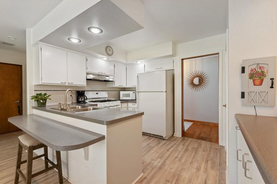 Real Estate Photography - 915 S. Jackson Street, Batavia, IL, 60510 - Kitchen