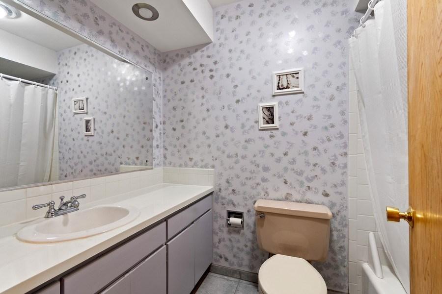Real Estate Photography - 915 S. Jackson Street, Batavia, IL, 60510 - 2nd Bathroom