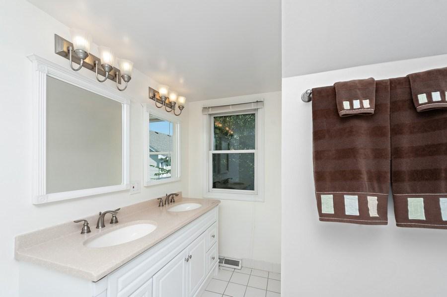 Real Estate Photography - 1141 Oak Ridge Circle, Barrington, IL, 60010 - 2nd Bathroom