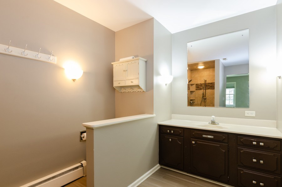 Real Estate Photography - 36W272 HICKORY HOLLOW Drive, Dundee, IL, 60118 - Master Bathroom