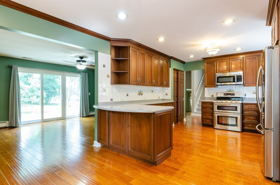Real Estate Photography - 36W272 HICKORY HOLLOW Drive, Dundee, IL, 60118 - Kitchen