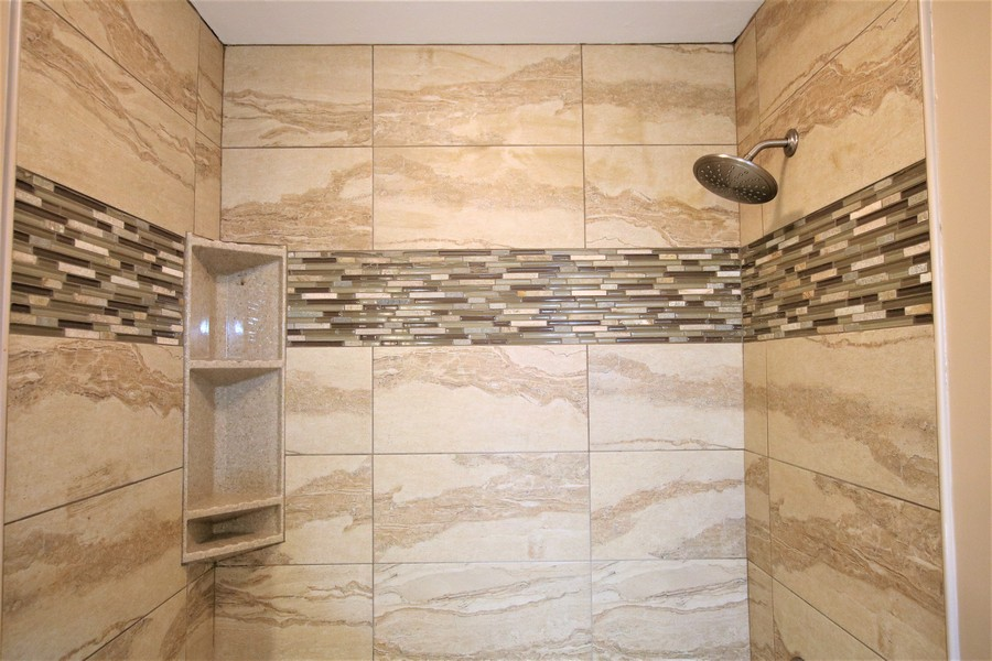 Real Estate Photography - 36W272 HICKORY HOLLOW Drive, Dundee, IL, 60118 - 2nd Bathroom Tilework