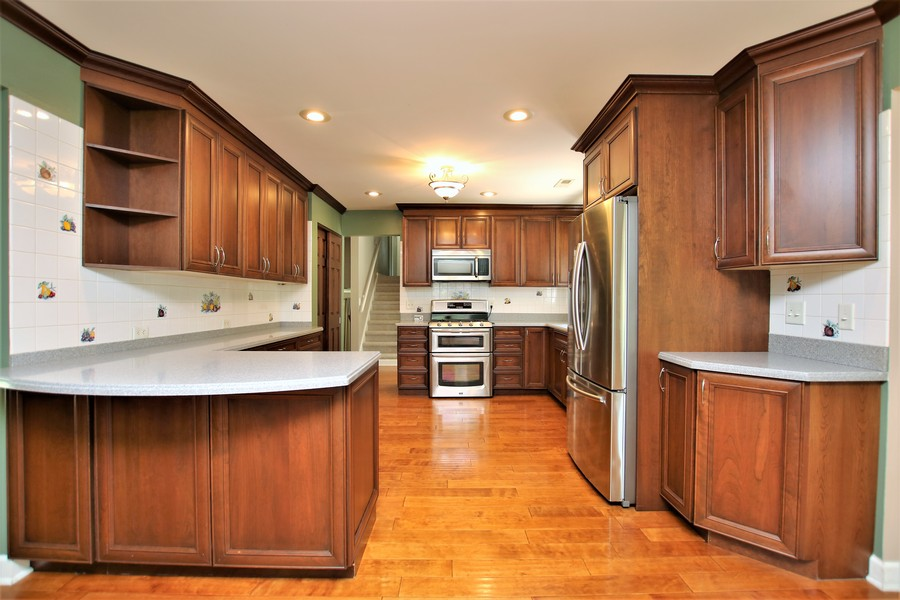 Real Estate Photography - 36W272 HICKORY HOLLOW Drive, Dundee, IL, 60118 - Kitchen & Breakfast Bar