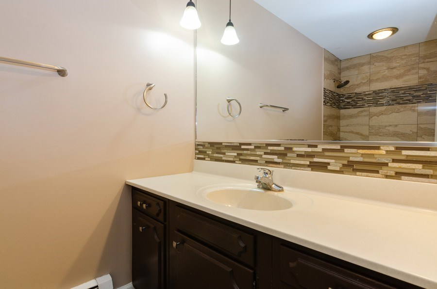 Real Estate Photography - 36W272 HICKORY HOLLOW Drive, Dundee, IL, 60118 - 2nd Bathroom