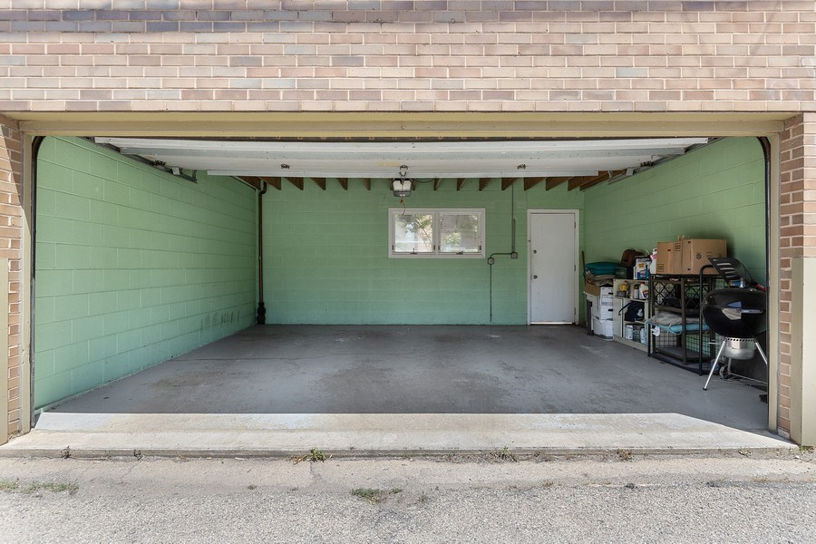 Real Estate Photography - 1938 North Maud Ave, Chicago, IL, 60614 - Garage