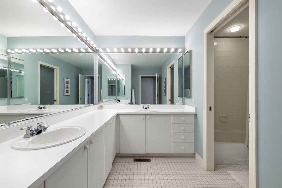 Real Estate Photography - 1938 North Maud Ave, Chicago, IL, 60614 - Bathroom