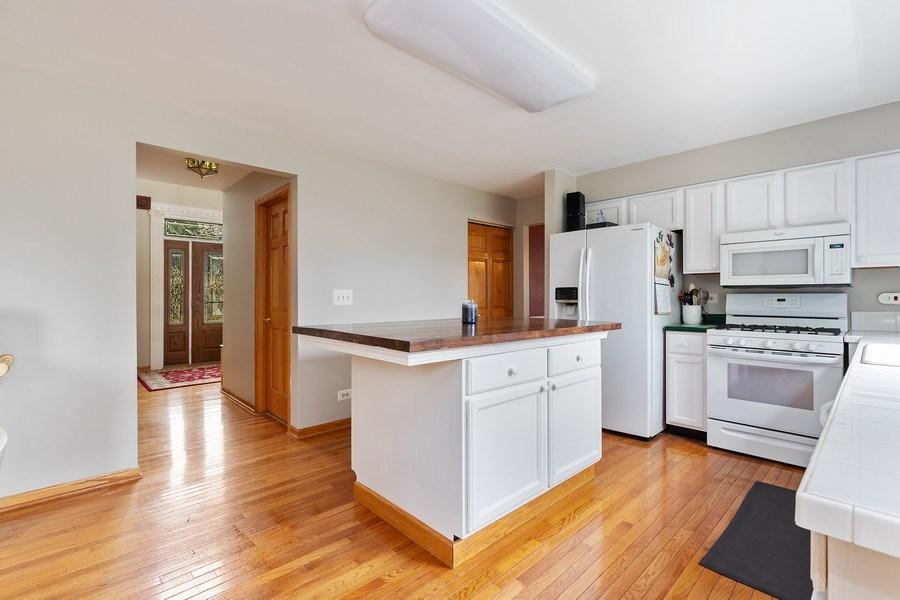 Real Estate Photography - 220 Prairie View Ave, Grayslake, IL, 60030 - Kitchen