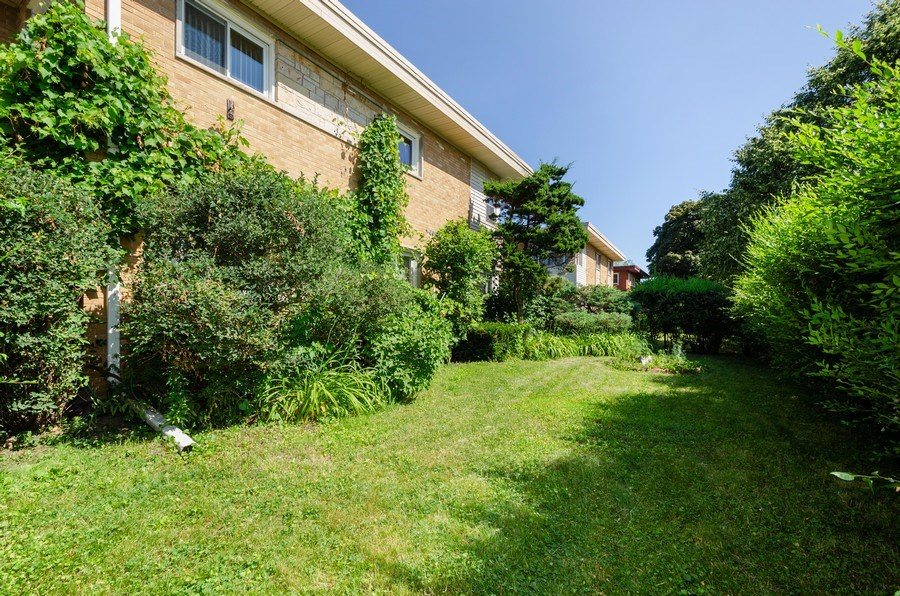 Real Estate Photography - 9126A Niles Center Road, Skokie, IL, 60076 - Back Yard