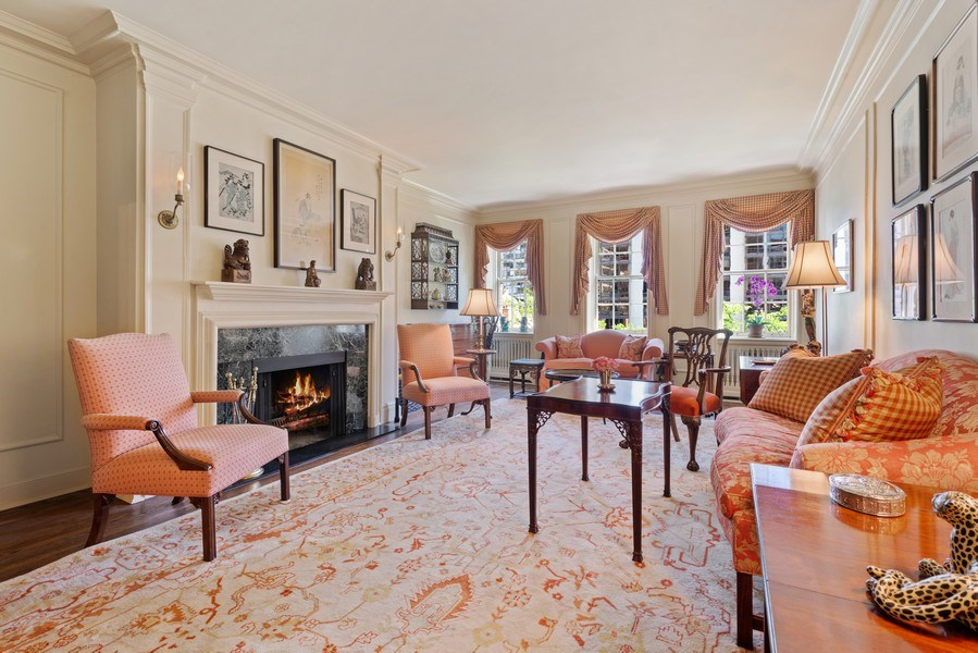 Real Estate Photography - 70 East Cedar St, 6W, Chicago, IL, 60611 - Living Room