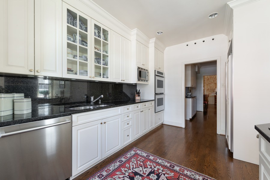 Real Estate Photography - 70 East Cedar St, 6W, Chicago, IL, 60611 - Kitchen