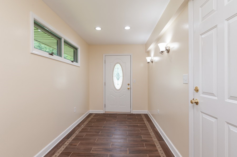 Real Estate Photography - 39550 N. Petite Pass, Antioch, IL, 60002 - Foyer