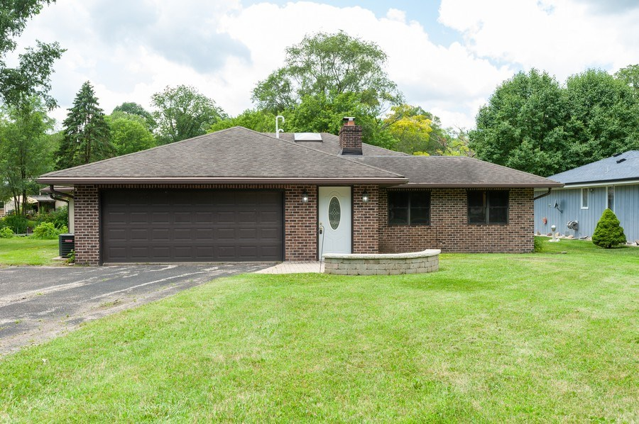 Real Estate Photography - 39550 N. Petite Pass, Antioch, IL, 60002 - Front View