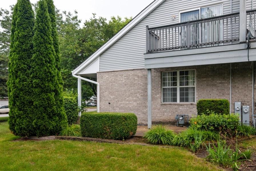 Real Estate Photography - 3531 Princeton Avenue, Aurora, IL, 60504 - Deck