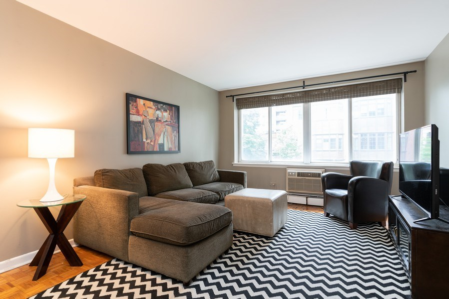 Real Estate Photography - 539 W. STRATFORD Place, Unit 204, Chicago, IL, 60657 - Living Room