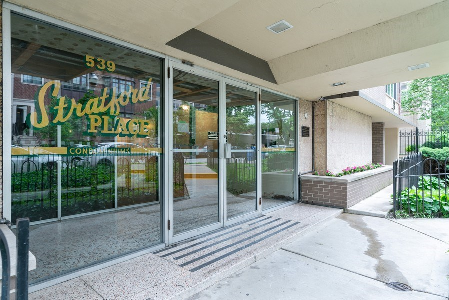Real Estate Photography - 539 W. STRATFORD Place, Unit 204, Chicago, IL, 60657 - Front View