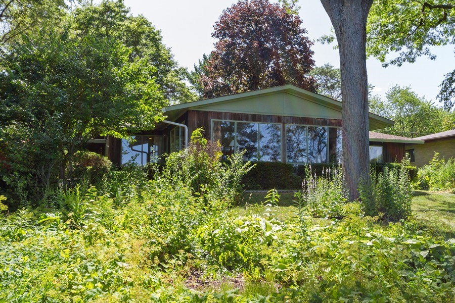 Real Estate Photography - 27 W. Shore Drive, Grayslake, IL, 60030 - Front View