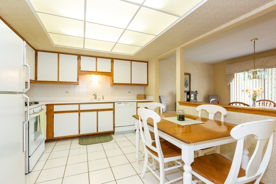 Real Estate Photography - 7823 West 157Th Pl, Orland Park, IL, 60462 - Kitchen