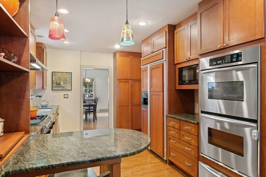 Real Estate Photography - 1927 Lincoln Street, Evanston, IL, 60201 - Custom Kitchen with Breakfast Bar