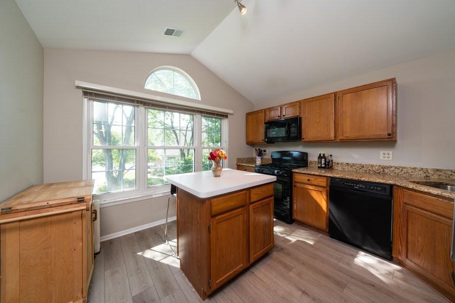 Real Estate Photography - 30W028 Juniper Court, Unit 028, Warrenville, IL, 60555 - Kitchen