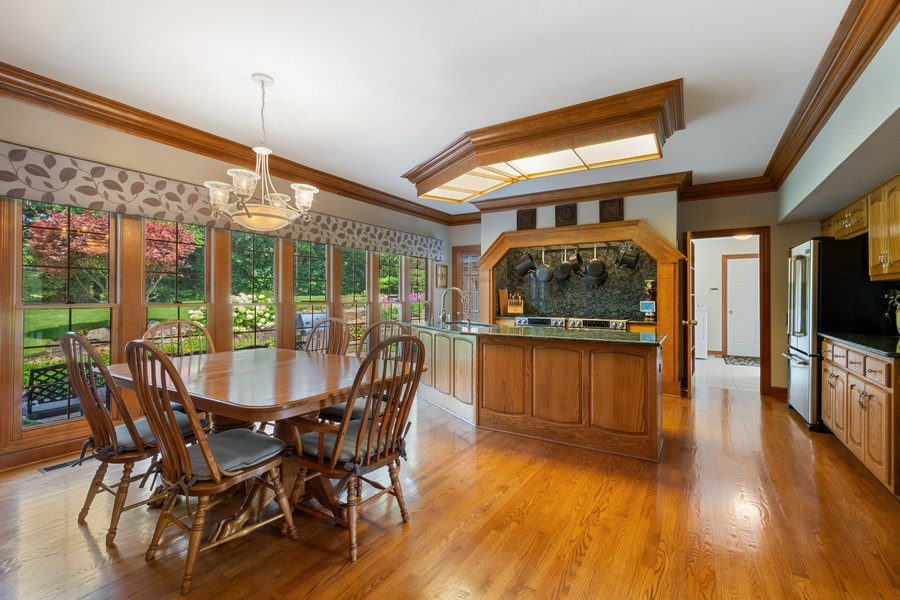 Real Estate Photography - 155 HAVERTON WAY, North Barrington, IL, 60010 - Kitchen / Breakfast Room
