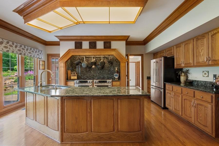 Real Estate Photography - 155 HAVERTON WAY, North Barrington, IL, 60010 - Kitchen