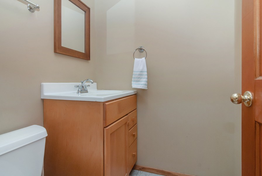 Real Estate Photography - 1140 Pine Court, Batavia, IL, 60510 - 3rd Bathroom
