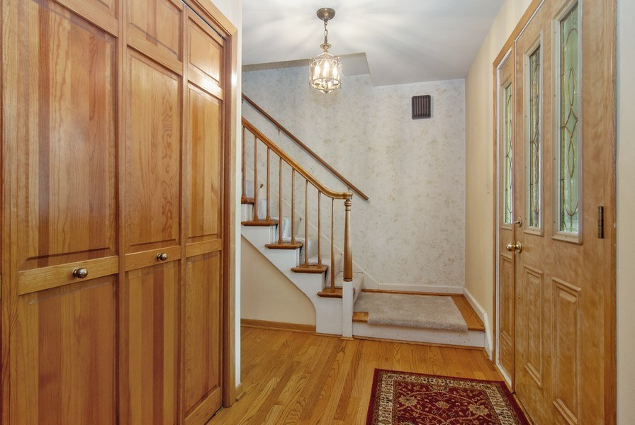 Real Estate Photography - 1140 Pine Court, Batavia, IL, 60510 - Foyer