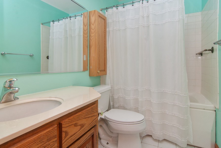 Real Estate Photography - 1140 Pine Court, Batavia, IL, 60510 - Bathroom