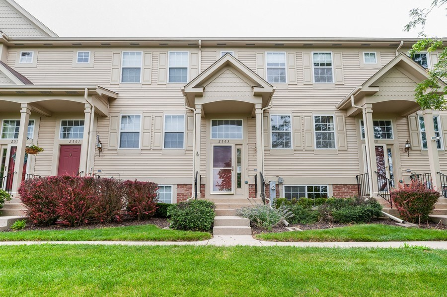 Real Estate Photography - 2563 North Augusta Dr, Wadsworth, IL, 60083 - Front View
